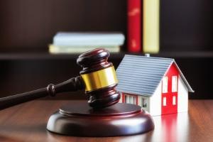 Ein Absonderungsrecht kann zum Beispiel ein Grundpfandrecht an einem Grundstück sein, etwa eine Grundschuld oder Hypothek.