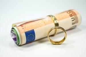 Armenrecht bei einer Scheidung: Statt von Prozesskostenhilfe wird von Verfahrenskostenhilfe gesprochen.