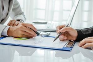 Bei einer Autofinanzierung hat eine Konditionsanfrage zunächst keinen Einfluss auf den SCHUFA-Score.
