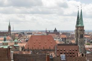 In Bayern setzt der Antrag auf Soforthilfe voraus, dass der Betroffene zuvor sein Privatvermögen eingesetzt hat, um Verbindlichkeiten zu bezahlen.