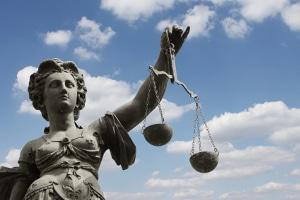 Auch ein Beamter darf Privatinsolvenz beantragen, wenn er zahlungsunfähig ist.