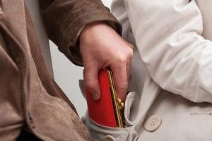 Ein dinglicher Arrest kann im Strafverfahren angeordnet werden, um dem Täter zu Unrecht erlangtes Vermögen wieder zu entziehen.