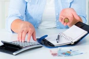 Wie hoch ist das Existenzminimum? Bei der Berechnung werden u. a. Regelbedarfe und Wohnkosten berücksichtigt.