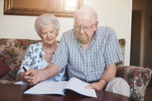 Vom Existenzminimum sind häufig Rentner betroffen, bei denen die Rente nicht ausreciht, um anfallende Lebenshaltungskosten zu decken.