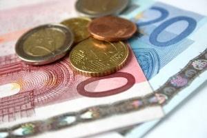 Factoringgebühr, Zins und Debitorenprüfkosten sowie u. U. eine Pauschalgebühr gehören zu den Factoring-Kosten.