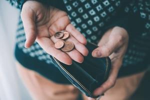 Finanzamt sperrt Konto: Hat das Finanzamt Ihr Konto gesperrt, sollten Sie dieses dringend kontaktieren.