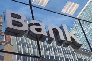 Mit der Forderungsabtretung sichert die Bank einen Kredit ab.