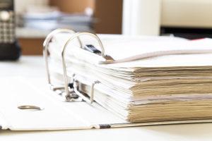 Im Eröffnungsbeschluss ergeht die Aufforderung zur Forderungsanmeldung im Insolvenzverfahren.