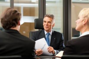 Informieren Sie bei einer Gehaltspfändung ihren Arbeitgeber, um eine Vertrauensbasis zu schaffen.
