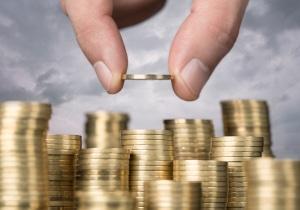 Oft beginnen Geldsorgen schon im Studium. Sparen Sie sich frühzeitig ein finanzielles Polster an. Das beruhigt.