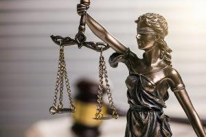 Ein gerichtliches Schuldenbereinigungsverfahren ist ein erneuter Einigungsversuch über den Schuldenabbau vor Gericht.