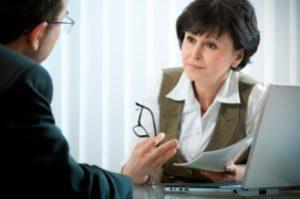 Zusätzlich zu den Gerichtskosten bei der Privatinsolvenz können Anwaltsgebühren anfallen.