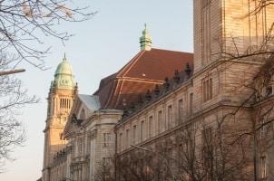 Die Gläubigerversammlung tagt meistens in den Räumen vom zuständigen Amtsgericht.