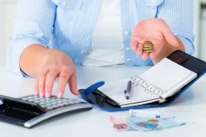 Bei Hartz 4 helfen Spartipps nur, wenn Sie regelmäßig einen Kassensturz machen und Ihr Budget im Blick behalten.