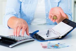 Hartz 4 und Schulden? Verschaffen Sie sich zuerst einen genauen Überblick über Ihre Einnahmen und Ausgaben.