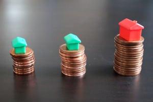 Haus bzw. Baukredit umschulden: Mit einem Rechner ermitteln Sie, ob sie dadurch trotz der Kosten für Notar und Grundbuchamt Geld sparen.