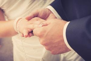 Eine Heirat ist trotz Privatinsolvenz möglich.