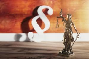 Unternehmen, die insolvent sind wegen Corona, müssen vorerst keine Regelinsolvenz beantragen, sondern können ihr Geschäft weiterführen.