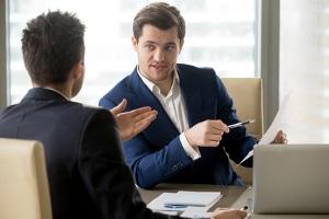 Bei der Insolvenz in Eigenverwaltung müssen die Gläubiger des Unternehmens unbedingt mit einbezogen werden.