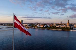 Kann ich eine Insolvenz auch in Lettland anmelden und durchlaufen?