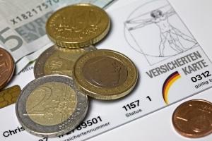 Bedürftige können neben dem Insolvenzgeld auch Arbeitslosengeld beantragen.