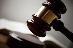 Laut Insolvenzrecht müssen Firmen im Falle der Überschuldung einen Insolvenzantrag stellen.