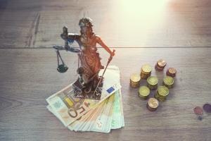 Mit Zustimmung der Gläubiger können Sie zwar das Insolvenzverfahren abbrechen. Die Schulden bleiben dann aber bestehen.
