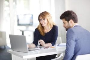 Wenn Sie wegen Insolvenzverschleppung angezeigt werden, sollen Sie einen Anwalt für Insolvenzrecht konsultieren.