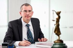 Als Insolvenzverwalter arbeiten meistens spezialisierte Rechtsanwälte.