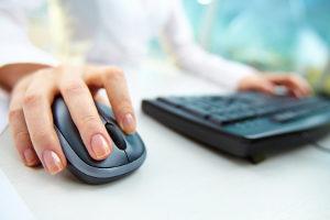 Bei manchen Geldinstituten können Sie ein Jedermann-Konto auch online eröffnen, z. B. wenn es sich um ein Online-Konto handelt.