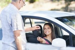 Autokauf ist bei Jugendverschuldung nur einer von vielen Gründen.