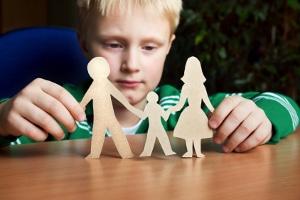Der Bundestag berät über einen Antrag der Grünen-Fraktion zur Kindergrundsicherung.