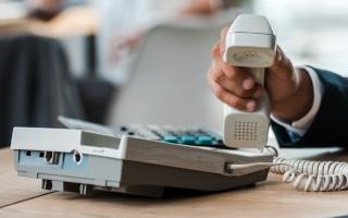 Vorsicht Kostenfalle: Hinter unbekannten Telefonnummern verbergen sich oft Ping-Anrufe, die zum Rückruf animieren sollen. Und das kann teuer werden.