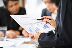 Wie hoch die Liquiditätsreserve von einem Unternehmen sein sollte, hängt z. B. von der Branche und der Anzahl seiner Geschäftsfelder ab.