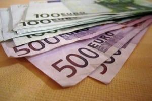 Ohne Lohnabtretung ist ein Kredit oftmals nicht zu haben.