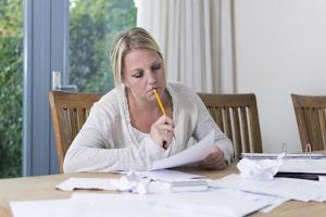 Lohnpfändung aufheben: Ein Antrag ist hierfür nicht vorgesehen. Bieten Sie stattdessen dem Gläubiger eine Ratenzahlungsvereinbarung an.