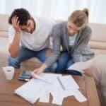 Ein Mahnbescheid ruft bei vielen Schuldnern Fragen auf.