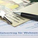 Von Mietschulden sind laut Überschuldungsstatistik 2018 viele Menschen in Deutschland betroffen.