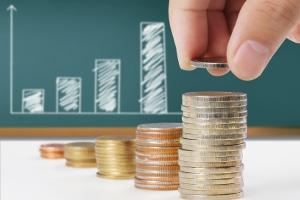 Monatliches Einkommen ist auch bei einer Privatinsolvenz nur bis zur Pfändungsfreigrenze pfändbar.