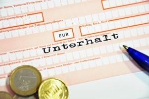 Pfändungstabelle: Wird Unterhalt gefordert und kommt es zur Pfändung, muss der Betroffene einen Teil seines Einkommens abgeben.