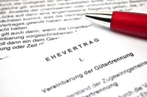 Wenn Sie während der Privatinsolvenz heiraten, ist meist ein Ehevertrag zu empfehlen.