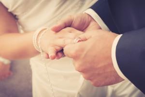 Ob Zwangsvollstreckung oder Privatinsolvenz: Die Pfändungsfreigrenze für ein Ehepaar bleibt gleich.