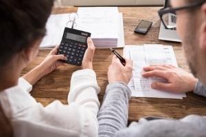 Vermeiden der Privatinsolvenz, indem Schuldner vorzeitig Schulden ablösen: Das ist möglich.