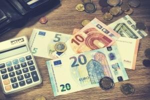Antrag auf Prozesskostenhilfe: Ab der Einkommensgrenze von 20 Euro wird eine Ratenzahlung vereinbart.