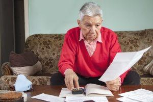 Ob die Rente pfändbar ist, fragen sich viele Betroffene.