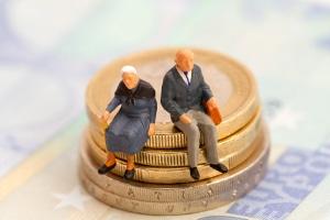 Überschuldete Rentner, die von Altersarmut betroffen sind, können sich an eine Schuldnerberatung wenden.