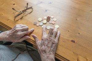 Laut dem DIW kann die Hälfte der baldigen Rentner ihren Lebensstandard im Ruhestand nicht halten.