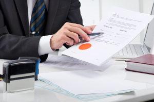 Schulden bei der Bank: Wer einen Vergleich anbieten kann, signalisiert Zahlungsbereitschaft.