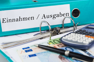 Ein nützliches Hilfsmittel zur Schuldenprävention ist das Haushaltsbuch als Gegenüberstellung von Einnahmen und Ausgaben.