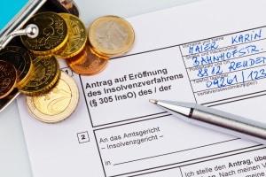 Ein Schuldnerberater in Lüdenscheid steht überschuldeten auf allen Wegen zur Schuldenfreiheit bis zur Seite.